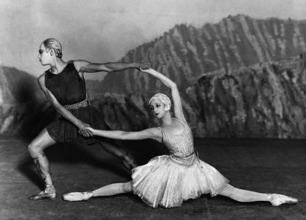 DANSOX - image of two dancers