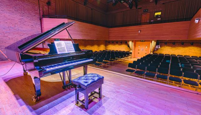 Image of piano on JdP Stage